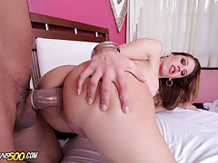 Watch Ramon lay down some pipework on sexy transsexual Bia Bastos!