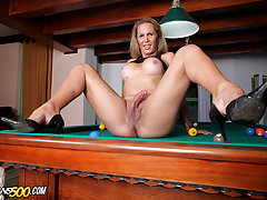 Vanessa Bysmark loves having some solo time to toy her thirsty tranny ass!