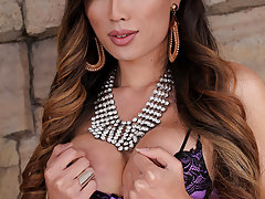 Venus Lux shows Brandi the exact reason her husband is fucking with her. The tables turn when things heat up and Brandi now understands perfectly why. Nothing but some hardcore tranny on girl pussy pounding action today!